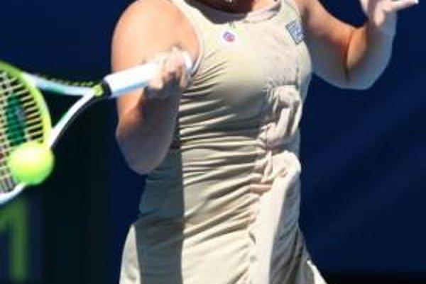 Austrálska tenistka Jarmila Gajdošová odvracia loptičku proti Američanke Serene Williamsovej v zápase prvého kola ženskej dvojhry na Australian Open 14. januára 2008 v Melbourne.