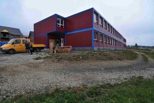 Na snímke základná modulová škola v Stráňach pod Tatrami 3. septembra 2015.