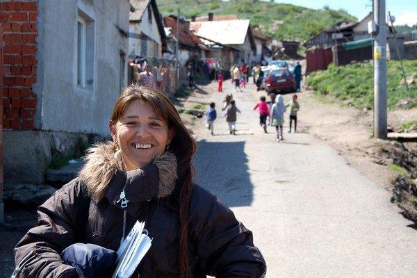 Asistentka zdravia v Jánovciach Renáta Paločajová. Zdravé komunity ako úspešný národný projekt s výsledkami podporuje minister zdravotníctva Čislák.