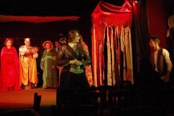 Košické divadlo Romathan získalo v prvej výzve Kultúry národnostných menšín dotáciu na šírenie kultúry Rómov v regiónoch. Ďalší grant dostali na divadelnú premiéru Neželané puto lásky.