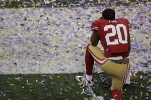 Perrish Cox (20) San Francisco 49ers smúti. Pohár nezískali. SITA/AP