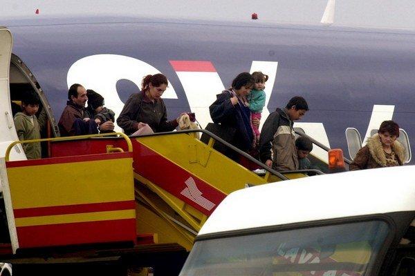 Slovensko zažilo viaceré azylové vlny Rómov. V roku 2004 viacerí žiadali o azyl vo Fínsku.