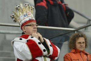 Poľský fanúšik na štadióne vo Vroclave.