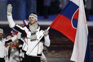 Slovenskú vlajku bolo ako jedinú vidieť z orbitu, žartovali Rusi v televízii. Z vyše dvojmetrovej výšky všetkým mával Zdeno Chára.