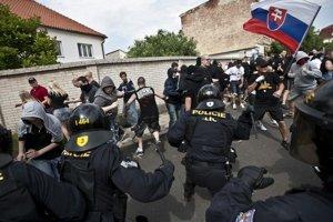 Fotografie z protirómskych pochodov zaujali v Czech Press Photo.