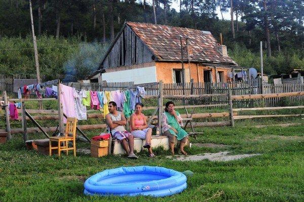 Rómska osada v Krásnohorskom Podhradí