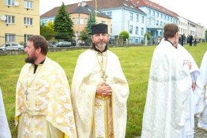 Pravoslávny kňaz Ján Biloruský (uprostred)
