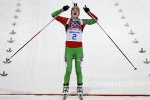 Víťazka pretekov s hromadným štartom biatlonistiek Darja Domračevová.