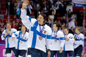 """Teemu Selänne sa rozlúčil s fínskou reprezentáciou bronzom zo Soči. """"Pred dvadsiatimišiestimi rokmi som hral prvýkrát v národnom drese. Bola to skvelá cesta so skvelým koncom,"""" povedal."""