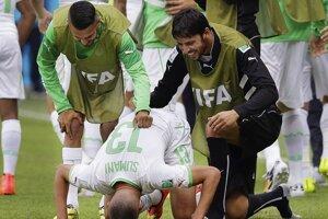 Slimani oslavuje prvý alžísky gól.