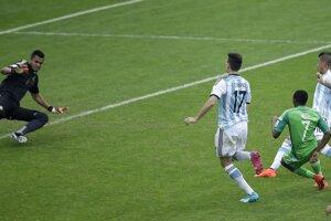 Musa dáva svoj druhý gól v zápase.
