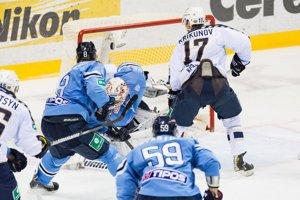Krikunov dáva gól na 1:1 Backlundovi.