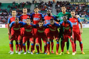 Futbalisti tímu Steaua Bukurešť pózujú pred zápasom druhého predkola Ligy majstrov.