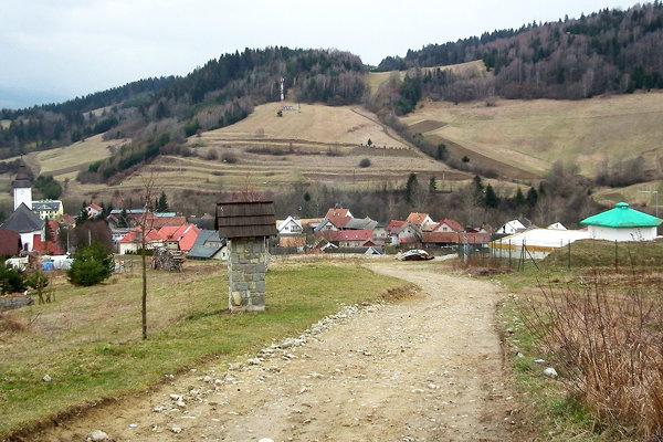 Laz. V novej obytnej časti obec vybuduje vodovod aj cestu.