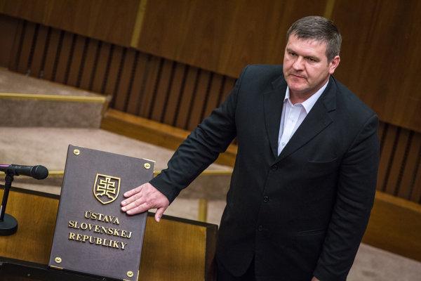 Poslanec Ondrej Binder nie je prvý z ĽSNS, ktorý sa zviditeľnil ešte pred násupom do parlamentu.
