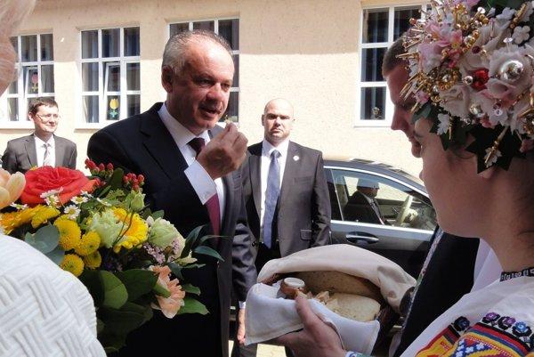 Privítanie prezidenta chlebom a soľou v Litave