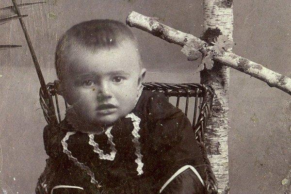 Model jednodetnej rodiny sa začal uplatňovať v priebehu 19. storočia, kulminoval v dvadsiatych a tridsiatych rokoch 20. storočia a týkal sa juhu stredného Slovenska. Na snímke Ondrej Pólya, sirota, ktorého matka zahynula pri potrate, keď čakala dr