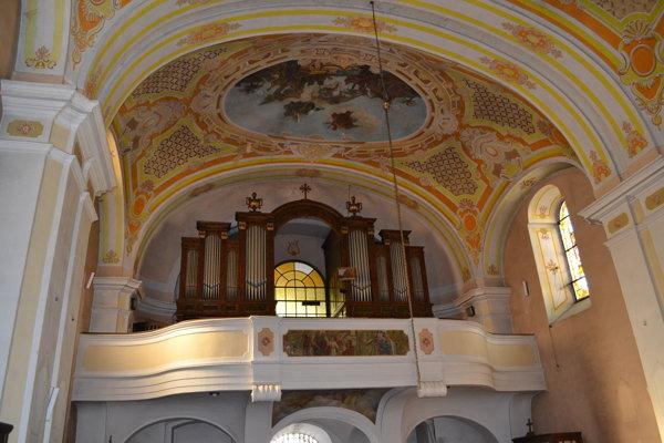 Rímskokatolícky kostol na Kubínyiho námestí v Lučenci.