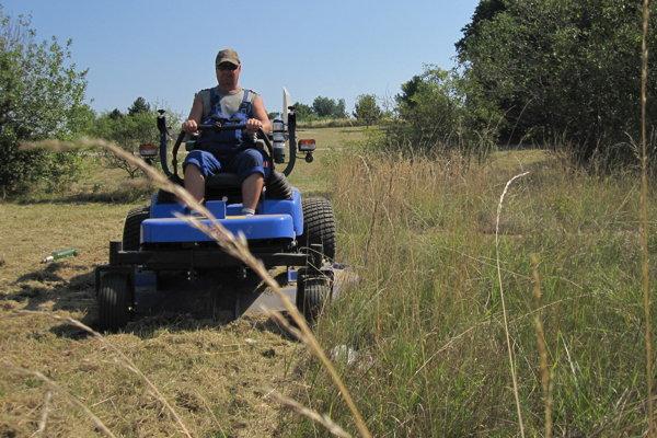 Kosci majú v Prievidzi k dispozícii aj traktorové kosačky.