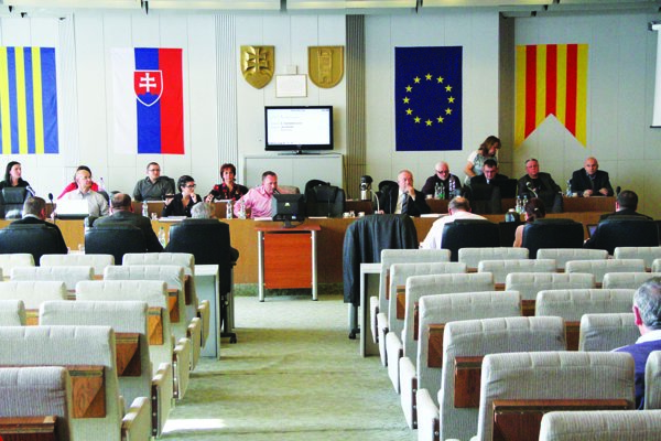 Mestské zastupiteľstvo vGalante opäť riešilo kompetenčný spor.