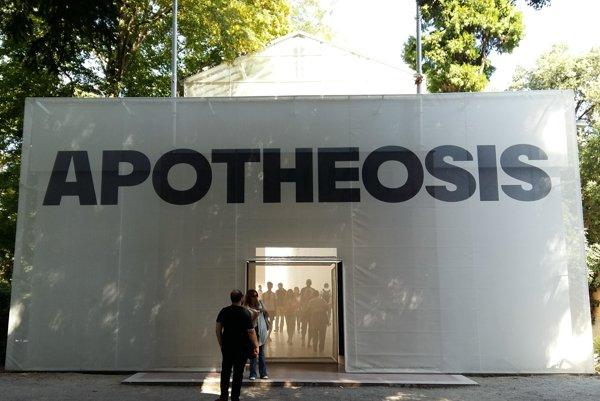 Tentoraz sa na Biennale zúčastnilo viac ľudí než zvyčajne. Česko-slovenský pavilón nesie meno Apoteóza.