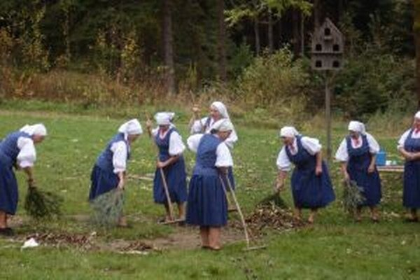 Dnešná nedeľa je venovaná ukážkam jesenných prác.