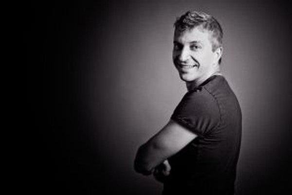 Kysučan Stanislav Cyprich sa živí ako spevák, hudobník, aranžér, pedagóg a organizátor kultúrnych podujatí.