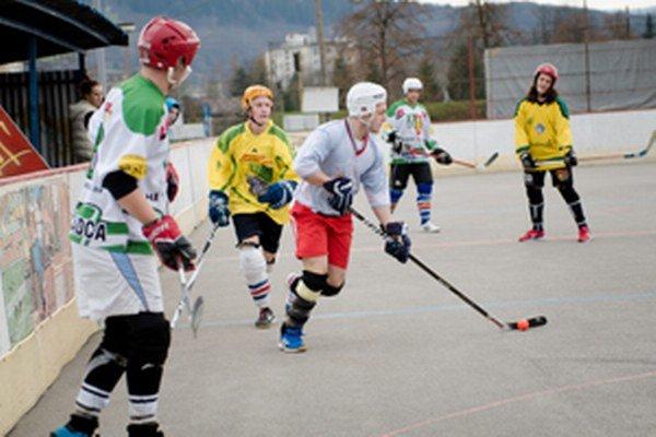 Hokejbalová liga bude pokračovať na jar.