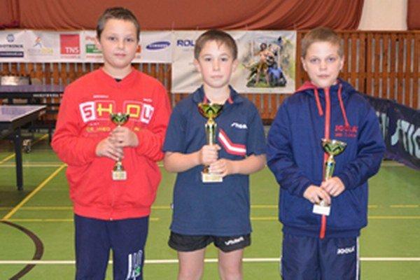 Medailisti, zľava: Samuel Šutiak (3. miesto), Nicolas Kubala (1. miesto) a Jakub Goldír (2. miesto).