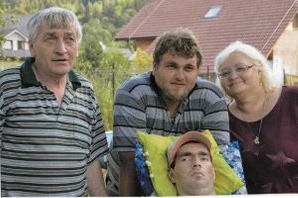 Tomášovi je rodina veľkou oporou.