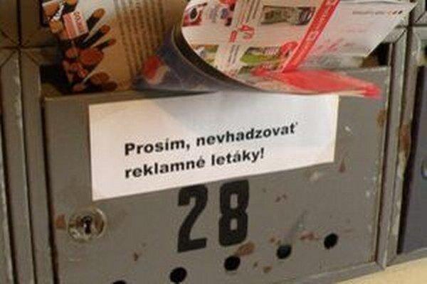 V poštových schránkach našli letáky, ktoré sa im nepozdávali.