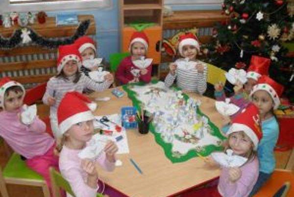Kysuckonovomestské deti vyrobili viac ako štyritisíc anjelov.