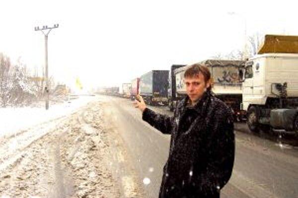 Vo Svrčinovci sú opäť kolóny. Starosta Juraj Strýček hovorí, že obci pomôže len diaľnica.