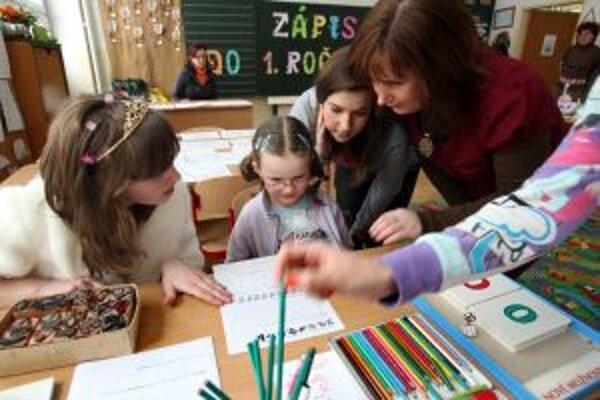 Od polovice januára prebieha v základných školách zápis prvákov.