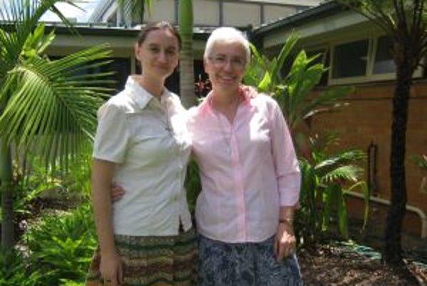 Na návšteve provinciálneho domu v Brisbane. Na fotografii je sestra Magdaléna so svojou mladšou slovenskou spolusestrou Janou Františkou.