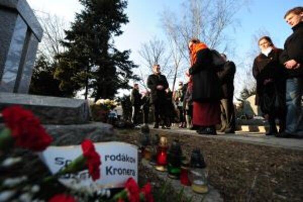 Od roku 2008 sa pri hrobe herca Jozefa Kronera a jeho manželky Terézie Hurbanovej koná vždy v marci pietna spomienka.