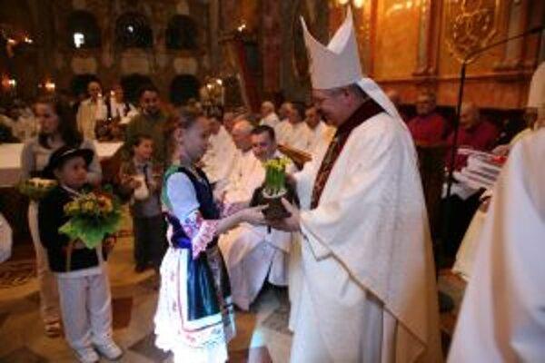 Biskup Viliam Judák počas slávenia Kvetnej nedele.