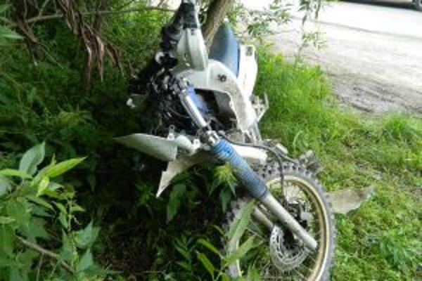 Ťažké zranenie utrpel dvadsaťročný motocyklista, ktorý sa v Čadci - Podzávoze zrazil s osobným motorovým vozidlom.