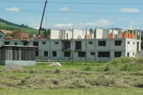 Aj rozostavané  bytovky sú tŕňom v oku  miestnym obyvateľom.