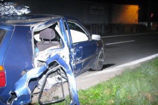 Pri dopravnej nehode, ktorá sa stala včera večer v Turzovke vyhasol život 23-ročného muža.