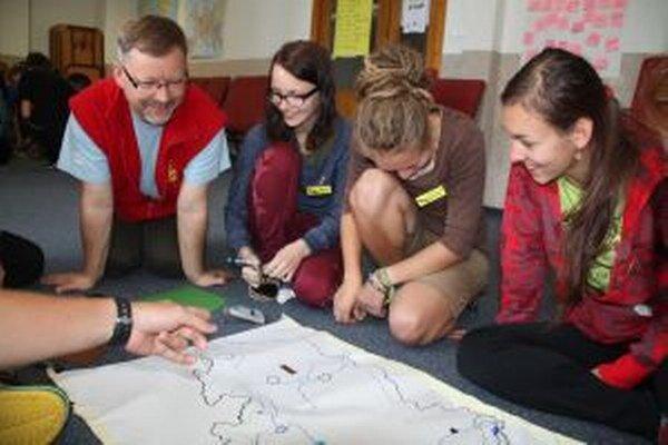 Na česko-slovenských hraniciach v Makove sa stretli teenageri a mladí ľudia z Čiech a Slovenska.