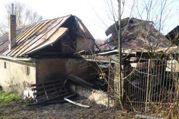 Našťastie bez zranení skončil požiar hospodárskych budov a rodinného domu v Kysuckom Lieskovci.