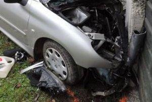 Tridsaťdeväťročná vodička, ktorú priviezla sanitka do Kysuckej nemocnice v Čadci, podľahla ťažkým zraneniam.