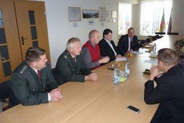 Na rokovaní starostov združených v Mikroregióne Kysucký triangel sa zúčastnili aj zástupcovia polície.