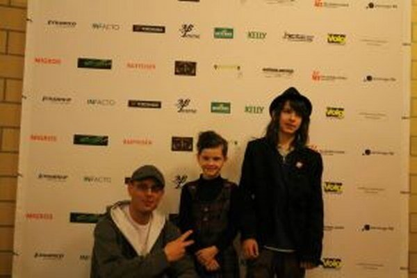 Andrej a Izabelka s Alexom Dowisom.