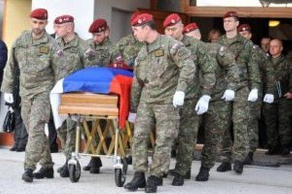 Dnes sa konala posledná rozlúčka s vojakom, ktorý sa stal obeťou teroristického útoku.