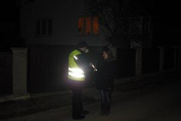Členovia Mestskej polície v Krásne nad Kysucou vysvetľovali chodcom, aké dôležité je byť videný.