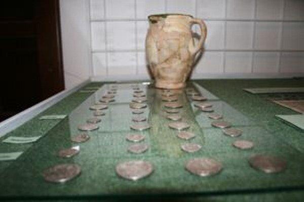 Poklad našiel v časti Horelica v roku 2000 miestny obyvateľ.