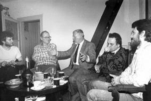 V roku 1988 v redakčnej rade samizdatového Fragmentu K boli Martin M. Šimečka (zľava), Milan Šimečka, Miroslav Kusý, Jiří Olič a Oleg Pastier.