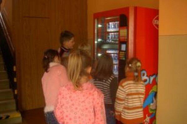 V niektorých školách v regióne fungujú mliečne automaty.